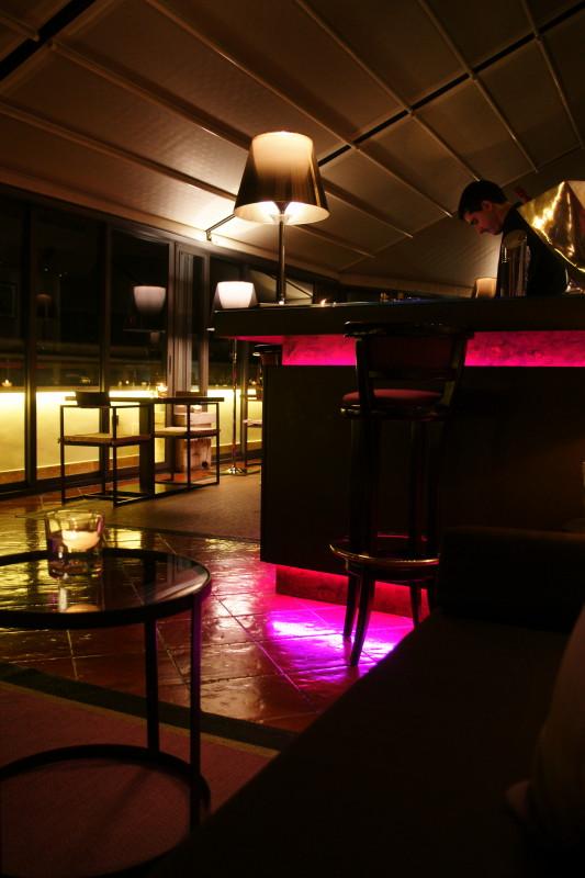 酒店露台酒吧